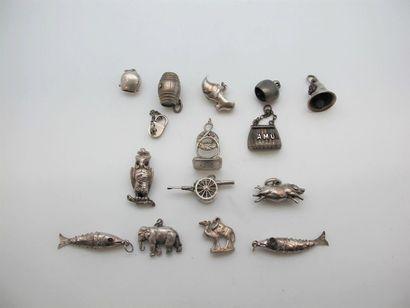 Lot de petits pendentifs en argent : sabot,...
