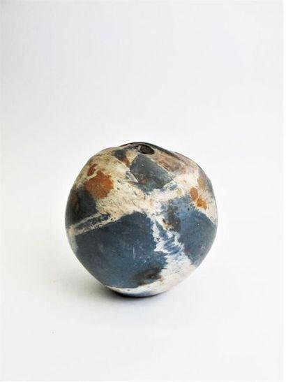COMBRES Loul (né en 1937) Vase en boule en...