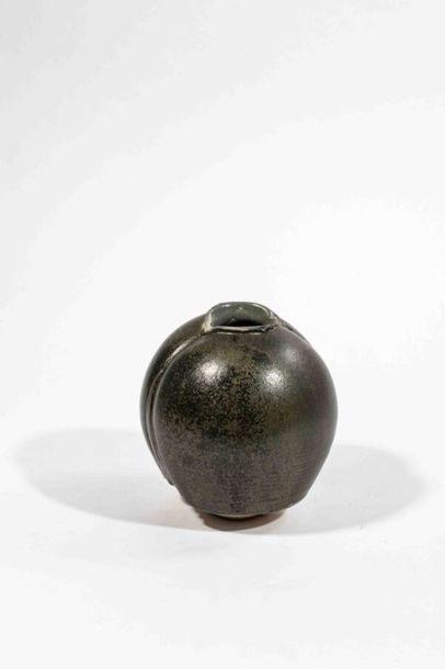 CHAMPY Claude (né en 1944 ) Vase bilobé en...