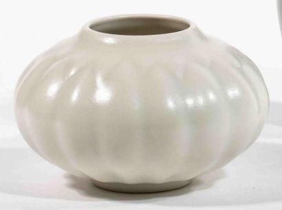 GROUITCH Leïlah (née en 1945) Vase boule...