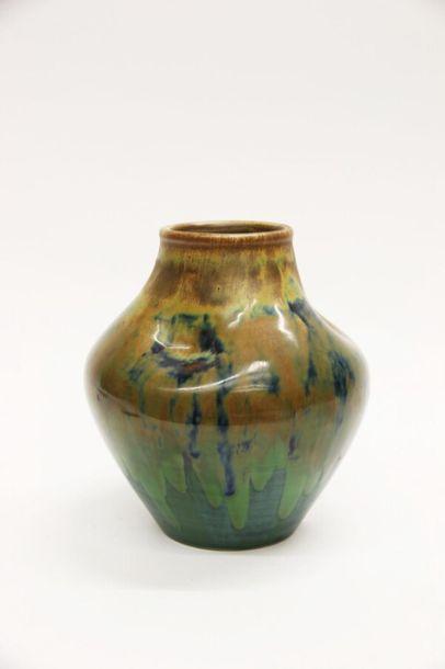 KERAMIS Deux vases en grès de réaction à couverte émaillée de coulures dans les...