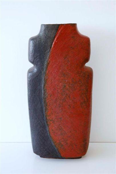 DEBRIL Claire (née en 1927) Vase rectangulaire...