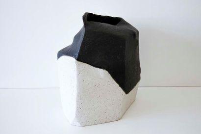 DEBRIL Claire (née en 1927) Vase polygonal...