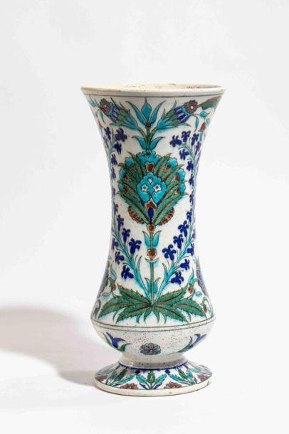 DECK Théodore (1823-1891) Vase en faïence...