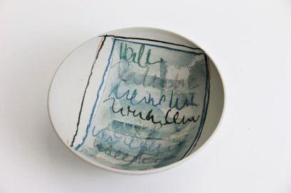 VAN VEEN Heide (née en 1946) Coupe en porcelaine...