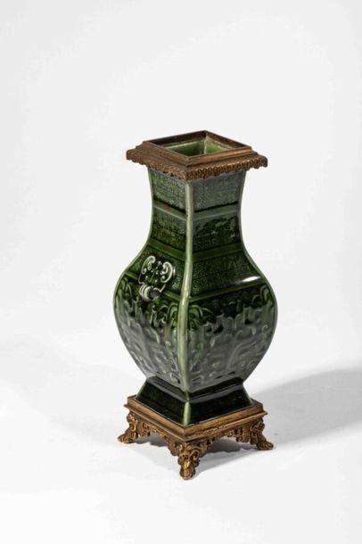 DECK Théodore ( 1823- 1891) Vase aux influences...