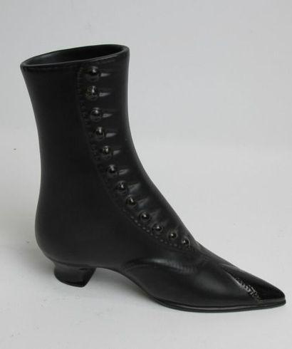 CHAMBOST Pol (1906-1983) Chaussure d'élégante à talon en céramique à couverte émaillée...