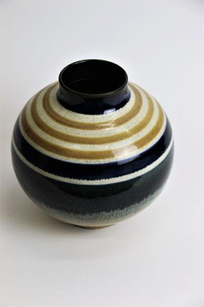 CATTEAU Charles (1880-1966) & KERAMIS Vase boule sur talon et col cylindrique en...