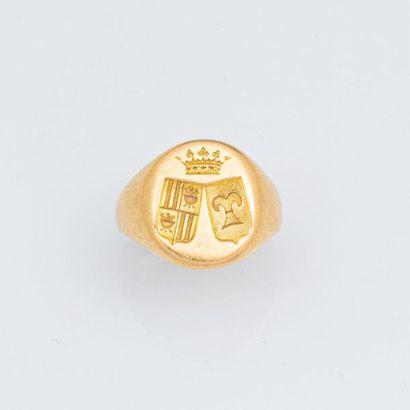 Chevalière en or jaune 750°/°° armoiriée...