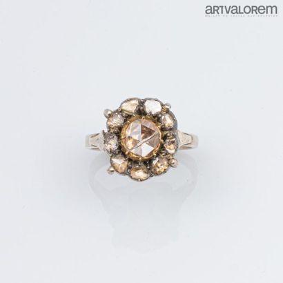 Bague ancienne en argent ornée de diamants...