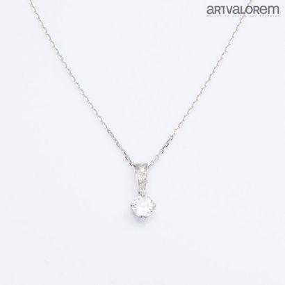 Pendentif en or gris 750°/°° orné d'un diamant...