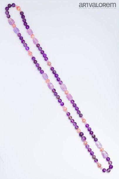 Sautoir composé de perles rondes et oblongues...