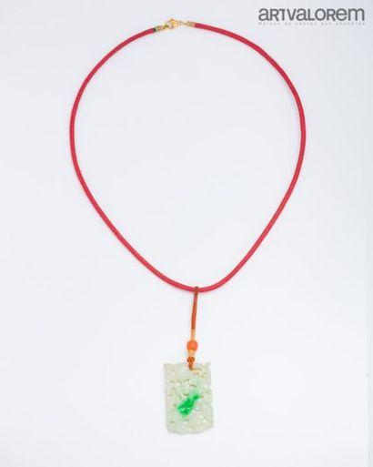CHINE Motif rectangulaire en jade-jadéite...