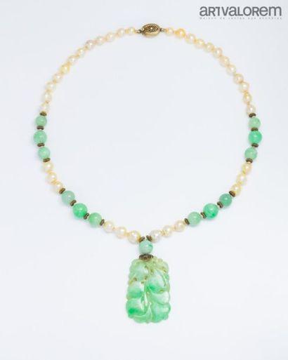 CHINE Collier composé de perles de culture...