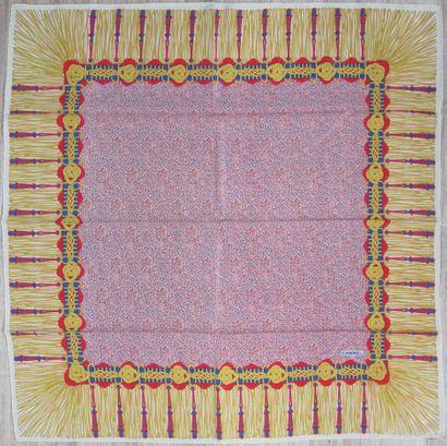 CHANEL Carré en soie imprimée motif passementerie...