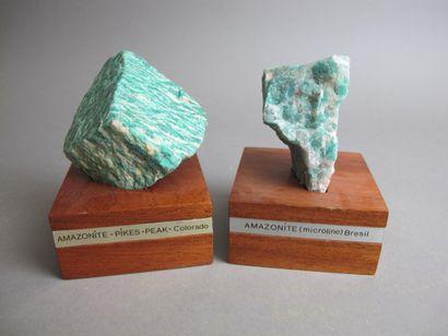 Deux fragments d'Amazonites l'une du Brésil...