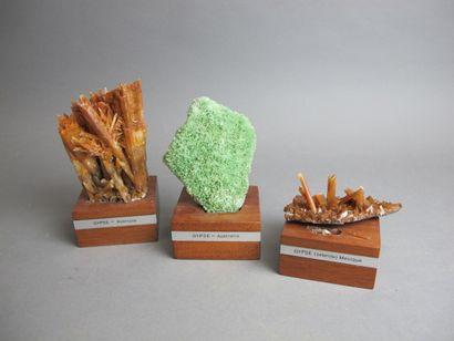 Trois cristaux de Gypse  Deux d'Australie,...