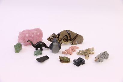 Douze animaux en pierre dure : cochon en...
