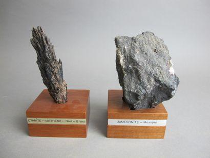 Roche de Jameonite du Mexique  H. 10 cm  On...