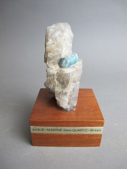 Cristal d'aigue marine dans un quartz du...