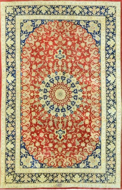 Fin Ghoum en soie signé (Iran) vers 1980....