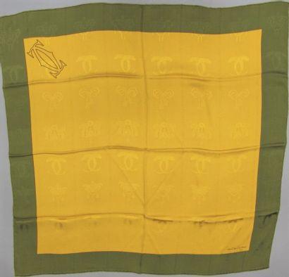 Must de CARTIER  Carré en soie imprimée jaune...
