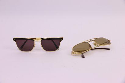 Paire de lunettes de soleil Cartier et une...