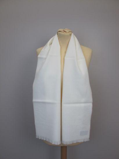 Lot de quatre foulards  CARTIER must de Cartier,...