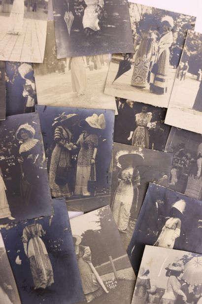 Ensemble de plus d'une cinquantaine de photographies...
