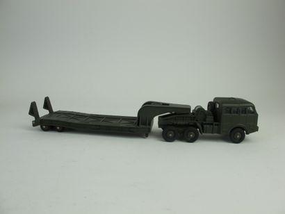 Dinky supertoys tracteur Berliet avec semi-remorque...