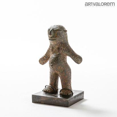 VERRE (Nigéria)  Petite statuette en bronze...