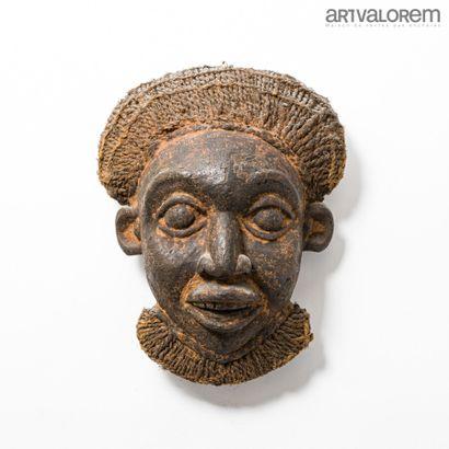 Masque BAMILEKE (Cameroun) en bois à chevelure...