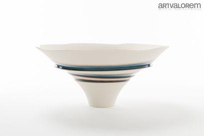 FUKUMOTO Fuku (née en 1973)  Coupe en porcelaine...