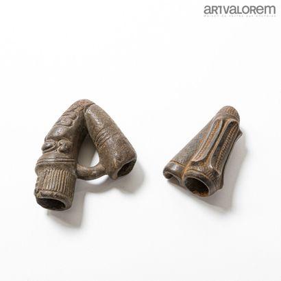 Lot de deux fourneaux de pipe en terre cuite BAMILEKE (Cameroun)  L. 14 et 11 cm...