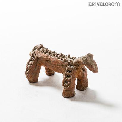 Petit animal en terre cuite CHAMBA (Nigéria).  L. 19 cm  (Cassure à la queue)