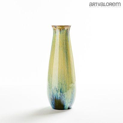 AUGUSTE DELAHERCHE (1857-1940)  Vase ovoïde...