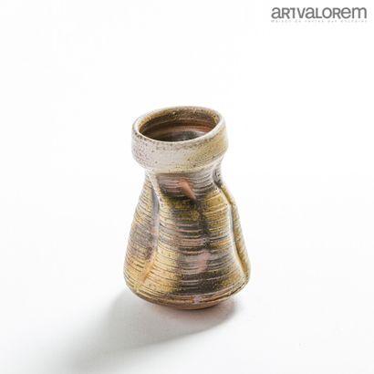 ASTOUL Eric (né en 1954)  Vase de forme mouvementée...