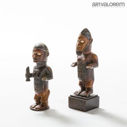 Paire de statuettes anthropomorphes BEMBE...