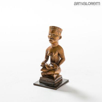 Maternité KONGO/VILI en bois. Vers 1950....