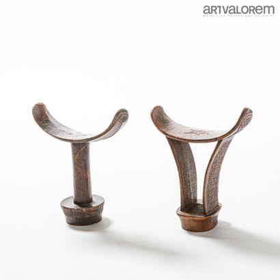 BONI (Somalie). Deux appui-nuques en bois...