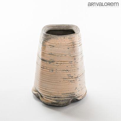 ASTOUL Eric (né en 1954)  Vase quadrangulaire...