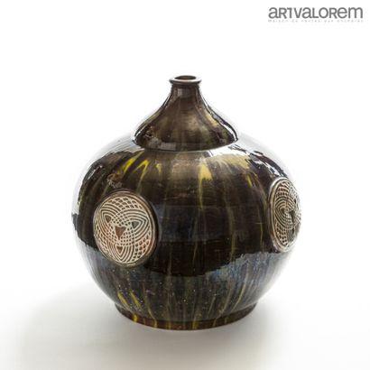 PRIMAVERA  Important vase ovoïde sur talon...