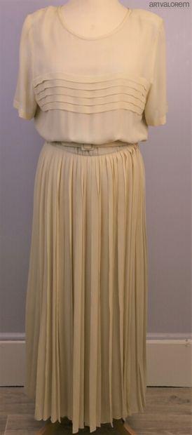 NINA RICCI  Robe longue plissée en crêpe...
