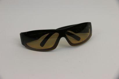 CHANEL  Paire de lunettes de soleil, verres...