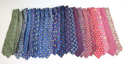 HERMES Paris  Vingt-deux cravates en soie...