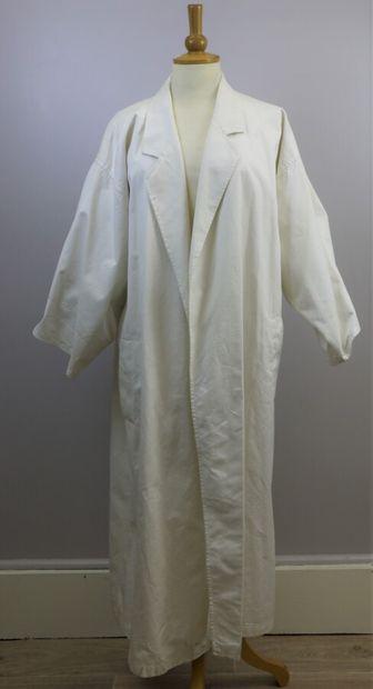 KENZO  Manteau long en coton blanc de forme...