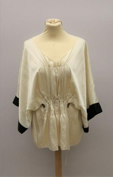 LANVIN  Haut kimono en soie blanche et noire,...