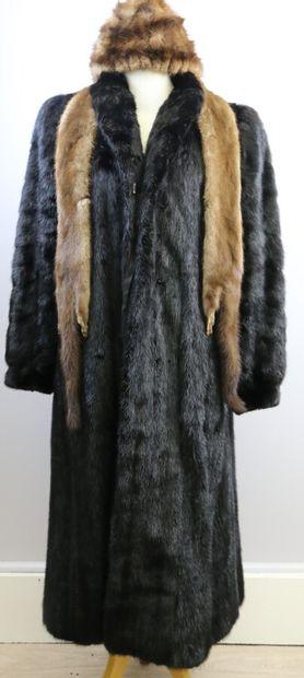 Manteau en vison Dark  Taille 36.  On joint...