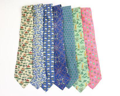 HERMES  Lot de sept cravates.  (Bon état...