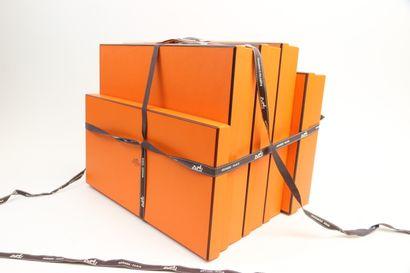 HERMES  Lot de cinq boites de la marque  Dimensions...